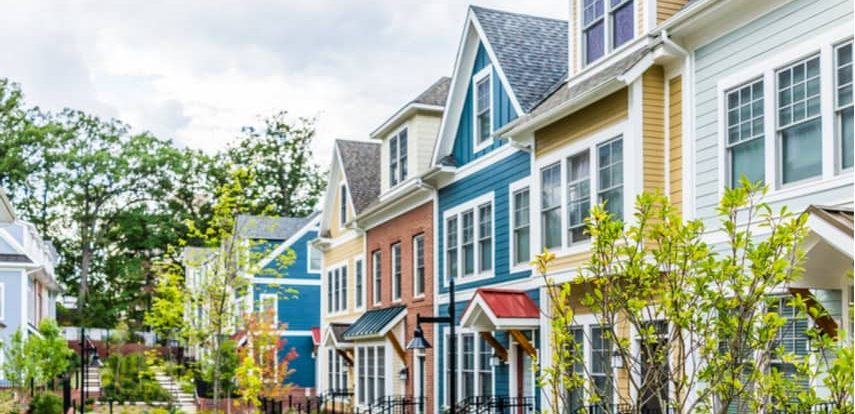 Row of houses in neighborhood to show crowdfunding real estate opportunity